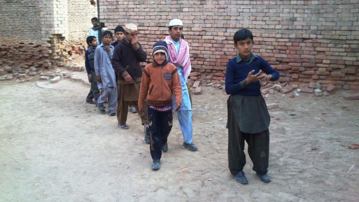 Klassenausflug, Derawar-Festung, Bahawalpur, Punjab, Pakistan. Foto: Julis Koch