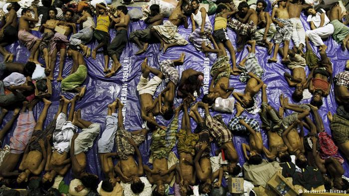 Erschöpfte Flüchtlinge. Foto: Reuters/ R. Bintang