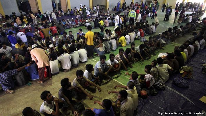 Flüchtlinge in Notunterkünften. Foto: picture-allinace/dpa/ Z. Maulana