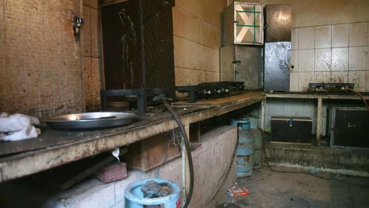 Küche in einer Gastarbeiter-Baracke in Doha. Foto: ARD/ Die Story