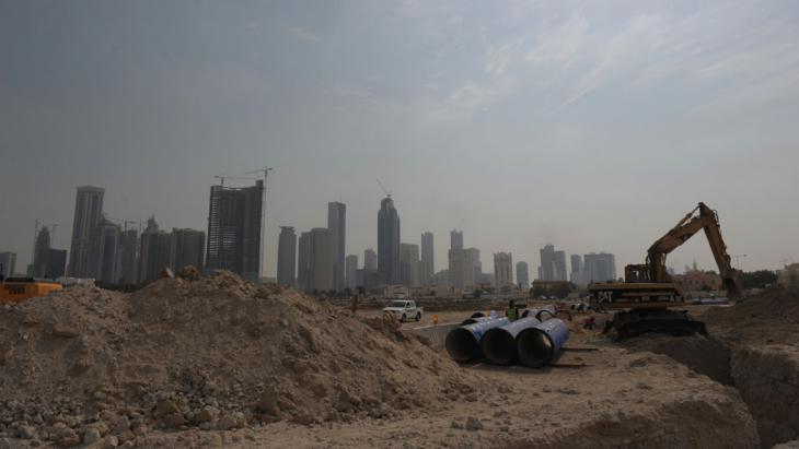 Aufnahme einer Großbaustelle in Qatar. Foto: picture-alliance/ Andreas Gebert