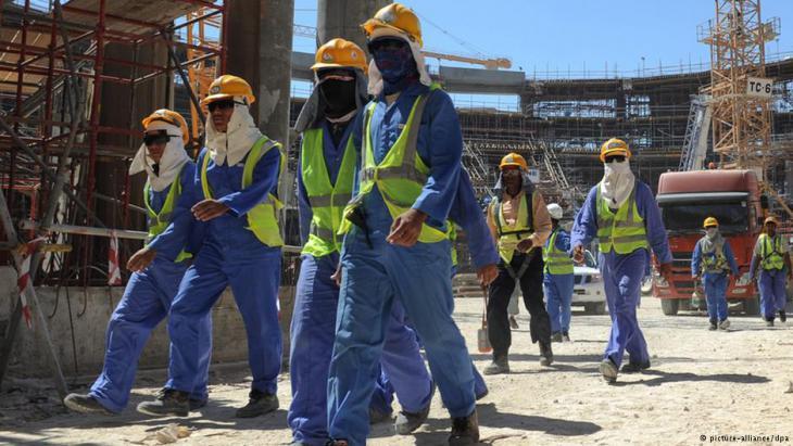 Arbeiter auf der WM-Baustelle in Doha. Foto: picture-alliance/ dpa