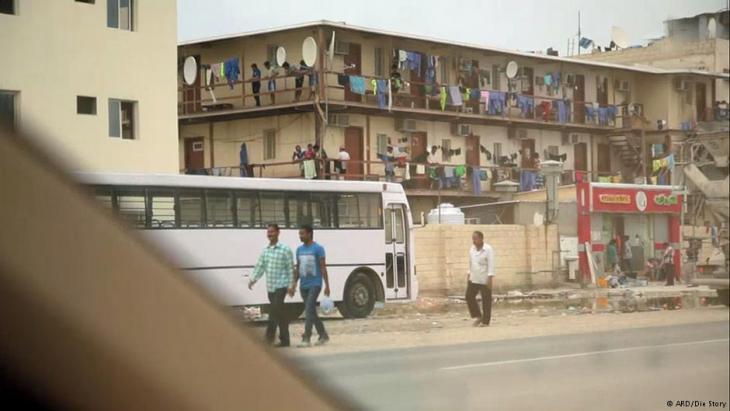 Wohnbaracken von Gastarbeitern in Doha. Foto: ARD/ Die Story
