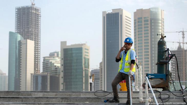 Gastarbeiter auf einer Baustelle in Doha, Qatar. Foto: picture-alliance/dpa/B. von Jutrczenka