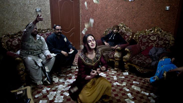 Transvestit Waseem; Foto: picture-alliance/AP/Muhammed Muheisen