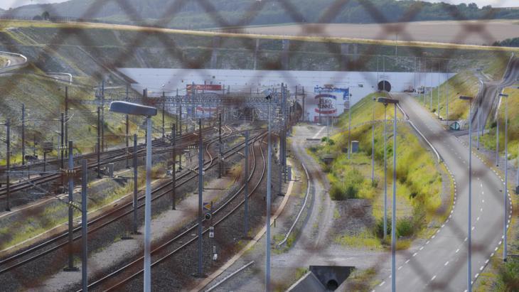 Einfahrt zum Eurotunnel in Calais. Foto: DW/ B. Riegert