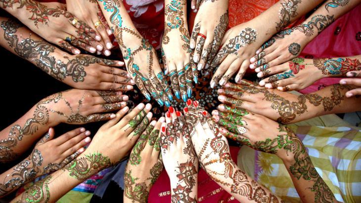 Fest des Fastenbrechens mit Henna in Multan, Pakistan; Foto: picture-alliance/dpa