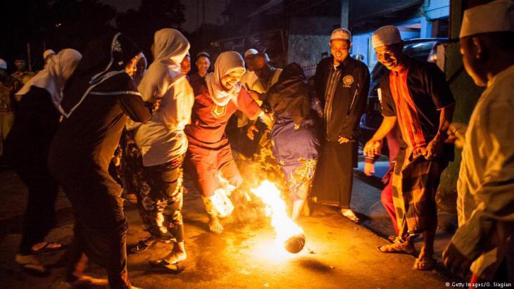 Alt-Tag: Muslime und Musliminnen in Jakarta, 27.06.2014; Foto: Oscar Siagian/Getty Images