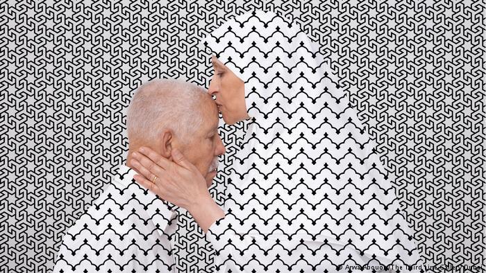 Mit der Tradition brechen: Heißt auch: Sehgewohnheiten herausfordern. Feministische Fragen stehen nicht im Fokus der Ausstellung im Marta Herford. Roter Faden sind Fragen nach dem Verhältnis von Körper und Raum. Die Arbeiten beschäftigen sich mit der Instrumentalisierung von Geschichte und mit Identitäten in der globalisierten Welt.