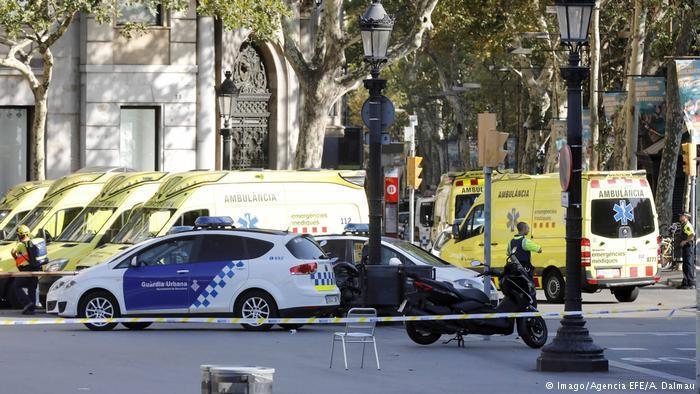 Polizeiabsperrungen am Tatort in