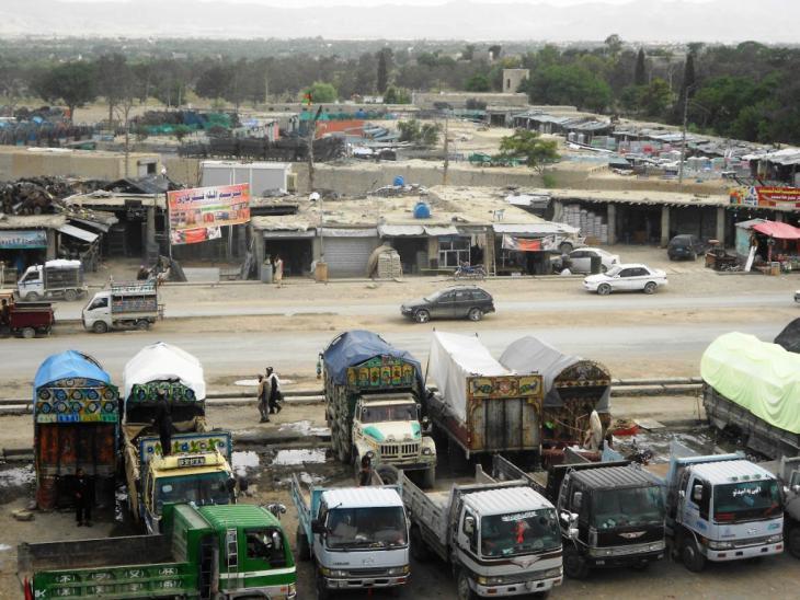 Bemalte Lastwagen in Khost; Foto: Emran Feroz
