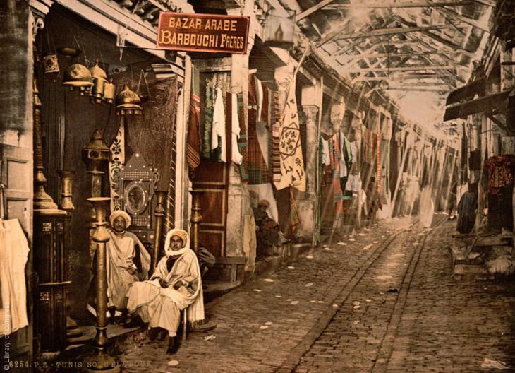 Der Souk Eltrouk in Tunis, Tunesien, 1899; Foto: Raseef22