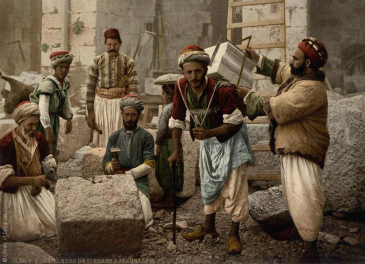 Steinschneider -und träger in Jerusalem, 1890-1900; Foto: Raseef22