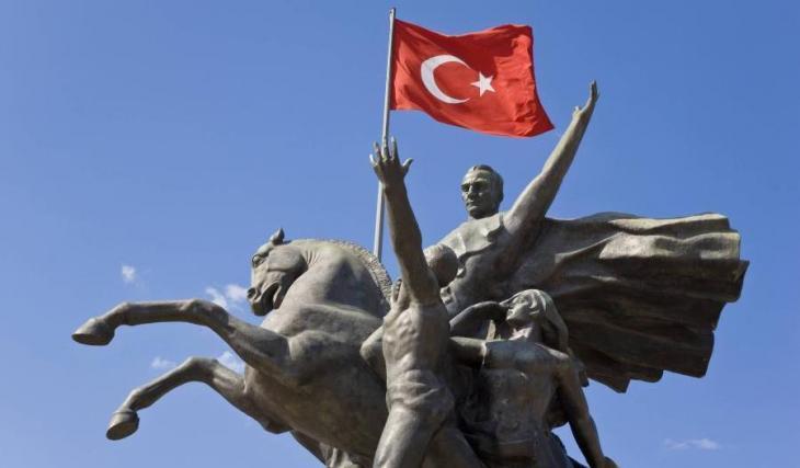 Denkmal Atatürks in Antalya; Foto: Reuters