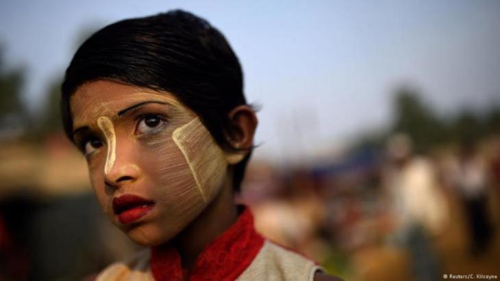 Rufia Begum, neun Jahre alt, ist eine von 700.000 Rohingya, die nach Angaben der Vereinten Nationen und von Menschenrechtsorganisationen im letzten Jahr vor Übergriffen des Militärs aus Myanmar geflohen sind. Das Mädchen hat in einem Lager im Bezirk Cox's Bazar in Bangladesch Zuflucht gefunden.(photo: Reuters/Clodagh Kilcoyne))
