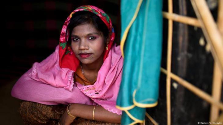 Die Paste wird in verschiedenen Mustern im Gesicht aufgetragen. Nach dem Trocknen bildet sie eine schützende Schicht. In anderen asiatischen Ländern gilt Thanaka als Medizin, aber muslimische Frauen in Myanmar verwenden sie zu kosmetischen Zwecken. (Foto: Reuters/Clodagh Kilcoyne)