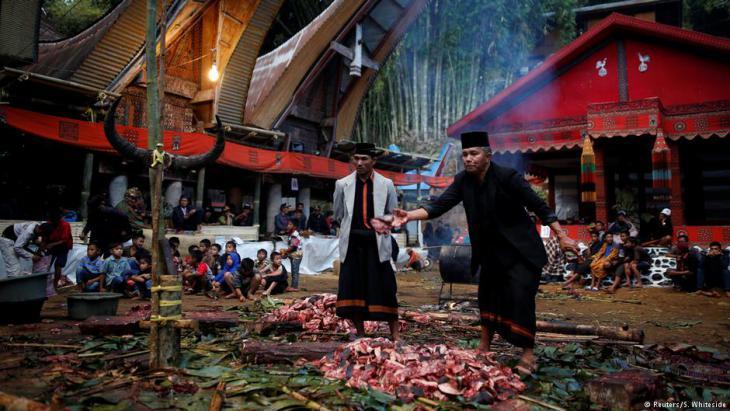 Trauerfeier in Toraja; Foto: Darren Whiteside/Reuters