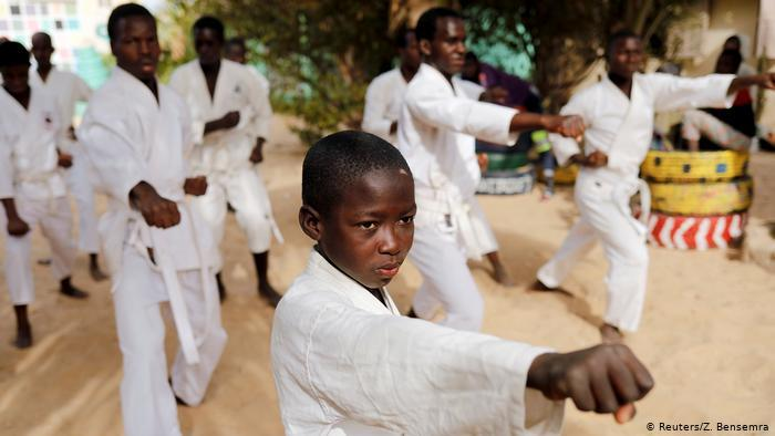 Der achtjährige Demba beim Karate-Training; Foto: Reuters