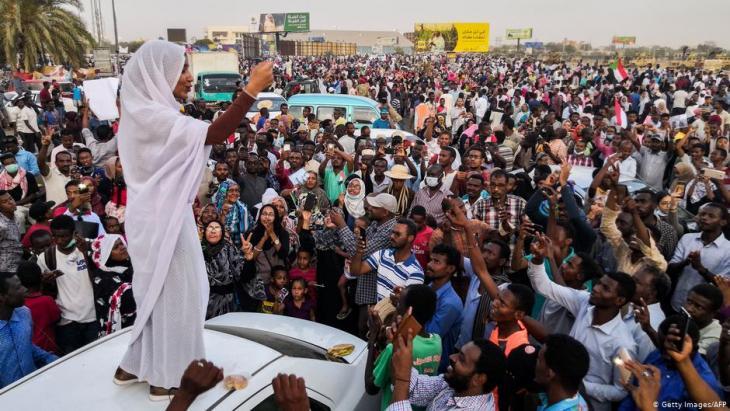 Alaa Salah - die Sudanesin führte die Proteste gegen Präsident Omar al-Bashir an; Foto: AFP/Getty Images