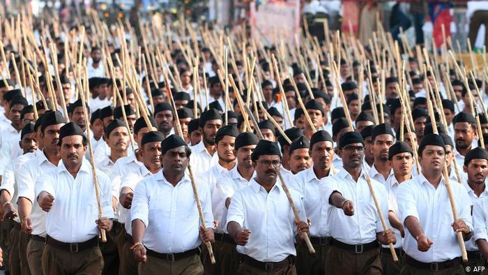 Mitglieder der RSS unterstützen Indiens neues Staatsangehörigkeitsgesetz; Foto: AFP