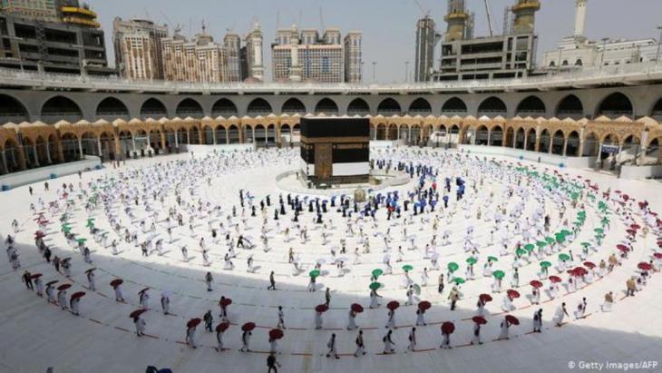 Ritual mit Sicherheitsabstand: Mekka, Große Moschee | Corona & Hadsch | Pilgerfahrt (Getty Images/AFP)