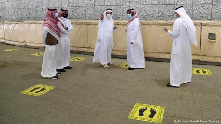 Steinigungsritual mit Fußbodenmarkierung | Corona & Hadsch | Pilgerfahrt (Reuters/Saudi Press Agency)