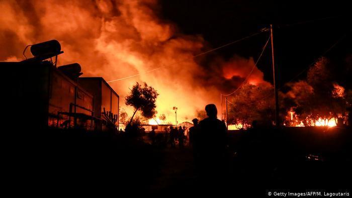 Die Nacht der Brände: In der Nacht zum Mittwoch waren in dem Flüchtlingslager Moria auf der griechischen Insel Lesbos gleich an mehreren Stellen Brände ausgebrochen. Daher gibt es die Vermutung, dass die Brände absichtlich gelegt wurden. Einige Lagerbewohner sprachen von Brandstiftung durch Einheimische. Es gibt aber auch Berichte, nach denen Flüchtlinge selbst die Feuer gelegt haben sollen.