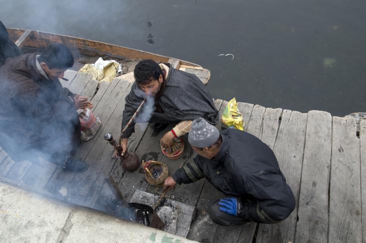 Bei der Arbeit und auch sonst ist der Kangdi ein ständiger Begleiter. Foto: Sugato Mukherjee