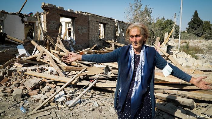Ragiba Guliyeva in Gandscha. Foto: Julia Hahn/DW