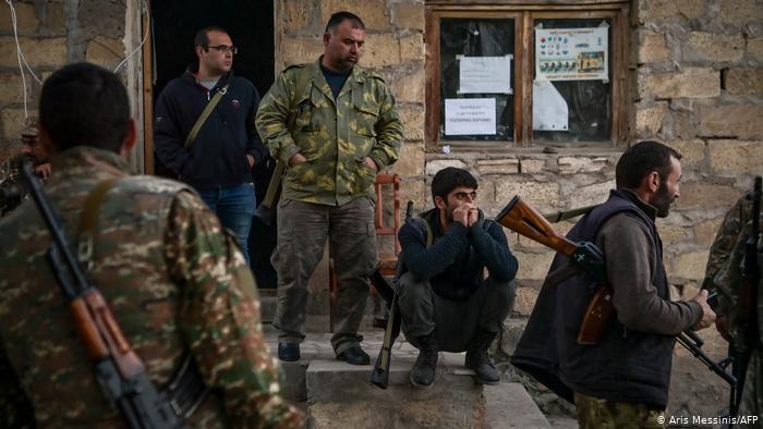 Kämpfer in Stepanakert. Foto: Aris Messinis/AFP