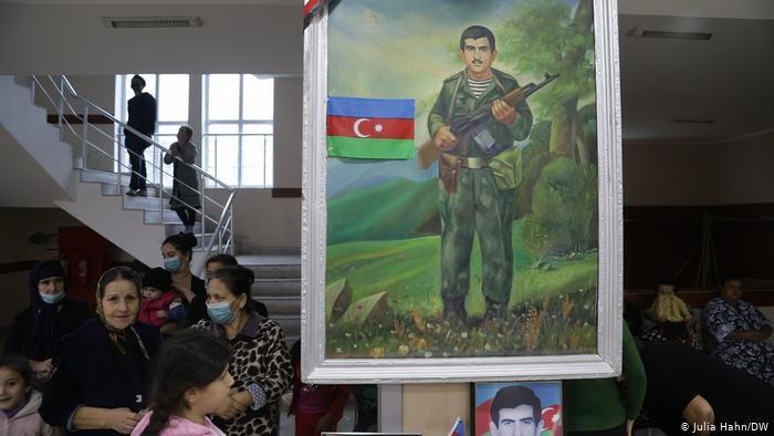 Gedenkstätte in einer Schule in Barda, Aserbaidschan. Foto: Julia Hahn/DW
