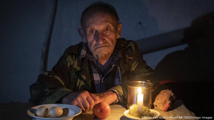 Mann in einem Keller. Foto: Stanislav Krasilnikov/ITAR-TASS/imago images