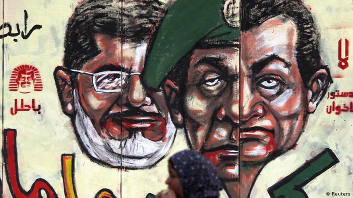 Dieses Straßengemälde zeigt Ägyptens ehemaligen Machthaber Hosni Mubarak, den ehemaligen Militarchef Mohamed Tantawy und den ehemaligen Präsidenten Mohamed Mursi. Foto: Reuters