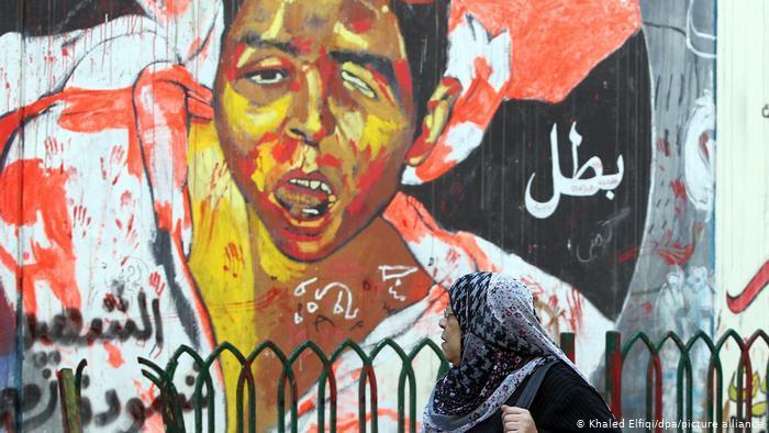 Ein Straßengemälde zeigt einen verwundeten Jungen in grellen Farben. Foto: picture-alliance/dpa/Khaled Elfiqi