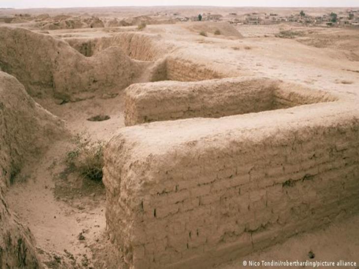 Assur: Reste von Mauern; Foto: Nico Tondini/Robert Harding/picture alliance