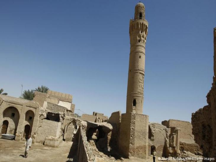 Minarett vor alten Steingebäuden; Foto: Ahmad al Rubaye/AFP/Getty Images