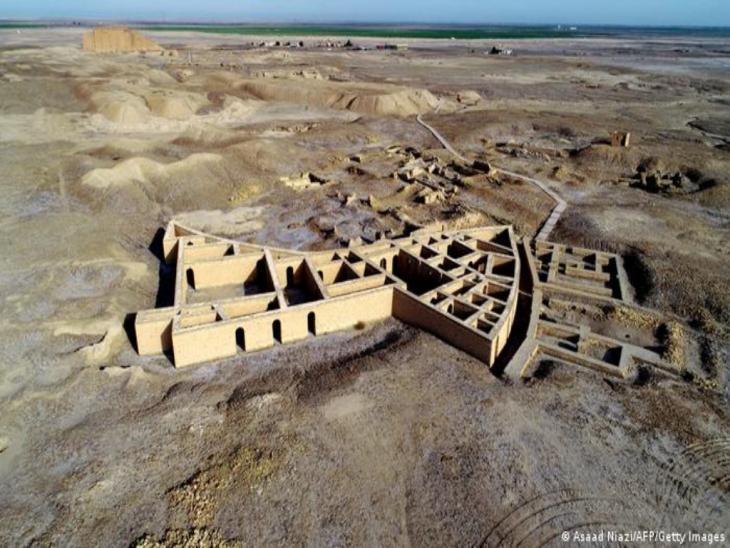 Archäologische Stätte der Stadt Ur, von oben fotogafiert, in wüstenartigem Gelände; Foto: Asaad Niazi/AFP/Getty Images