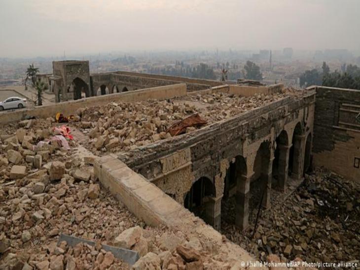 BG Biblische Stätten im Irak | Anlass Papstbesuch | Prophet-Jona-Moschee, nach Zerstörung; Foto: Khaled Mohammed/AP Photo/picture alliance