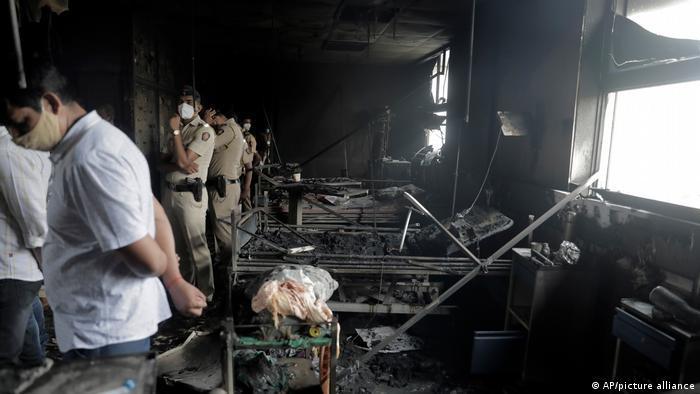 Indien Bildergalerie Coronavirus   Brand im Krankenhaus in Virar, bei Mumbai