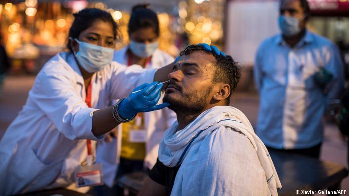 Indien Bildergalerie Coronavirus   Haridwar, Kumbh Mela Pilgerfest, Schnelltest