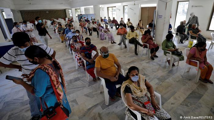 Indien Bildergalerie Coronavirus   Ahmedebad, Impfzentrum