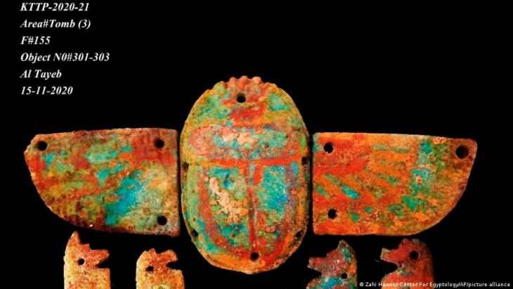 """Ein undatiertes Handout-Foto, veröffentlicht am 8. April 2021 vom Zahi Hawass Center For Egyptology, zeigt eine archäologische Entdeckung als Teil der """"Verlorenen Goldenen Stadt"""" in Luxor, Ägypten. Die Stadt ist 3000 Jahre alt, stammt aus der Regierungszeit von Amenhotep III. und wurde von Tutanchamun und Ay weiter genutzt. Foto: Zahi Hawass Center For Egyptology via AP"""