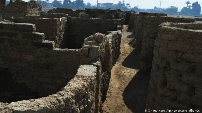 Verlorene Stadt: Reste von Mauern
