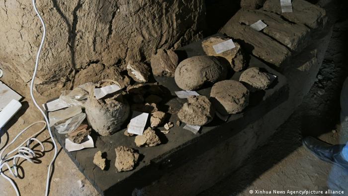 Lehmgegenstände, die in der verlorenen Stadt gefunden wurden