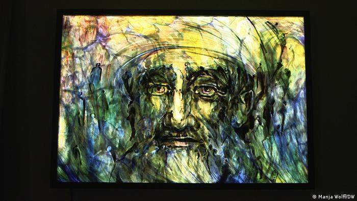 Galeriebilder   Eine Künstlerin aus Afghanistan gestaltet Kirchenfenster:  Frau Maqsoodis Gespür für Licht. (Foto: Manja Wolff/DW)