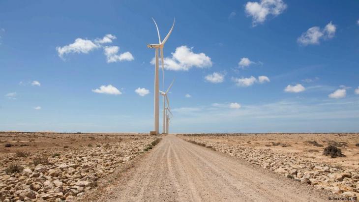 Eine Windturbine steht in Tarfaya. Foto: Imane Djamil