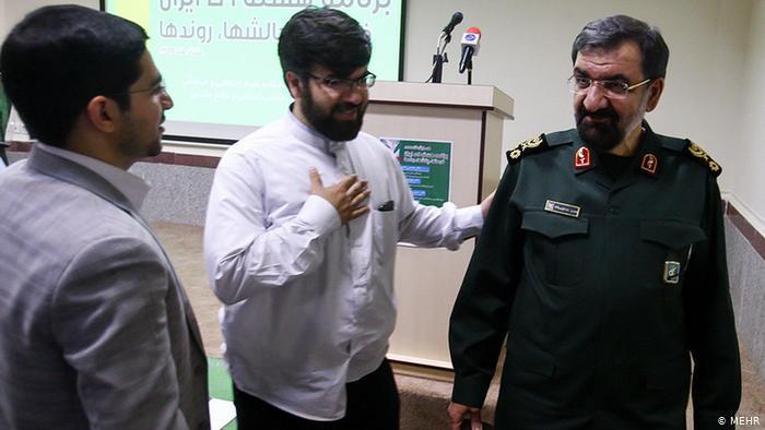 Mohsen Resai ist Mitglied der Revolutionsgarden. Der 67-jährige General ist momentan Generalsekretär des iranischen Schlichtungsrats. Der Schlichtungsrat wird bei Konflikten zwischen Wächterrat und Parlament angerufen. Mohsen Resai kandidiert bereits zum vierten Mal: Er strebte schon 2005, 2009 und 2013 zum Präsidentenamt.