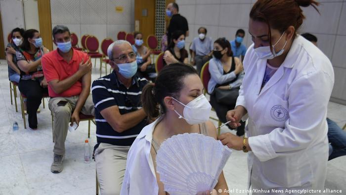 Tunesien Coronavirus-Infektionen steigen rasant; Foto: Adel Ezzine/Xinhua News Agency/picture-alliance