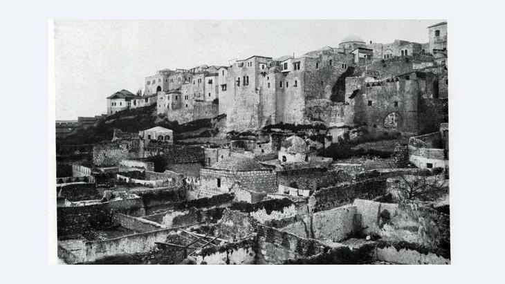 Historische Fotografie der im ehemaligen Maghrebiner-Viertel befindlichen Al-Madrasa Al-Afdhaliya, Jerusalem; Foto: American Colony/Library of Congress