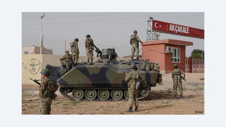 Türkische Armee am Grenzübergang Akcakale; Foto: dpad